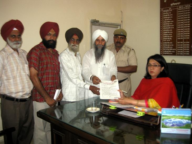 Gave memorandum to A.D.C. Ludhiana to fine bridges managing company for death of Maan Singh, a 13 years of Phagwara